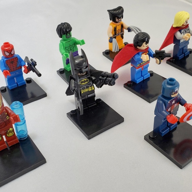 Marvel and DC block figurines