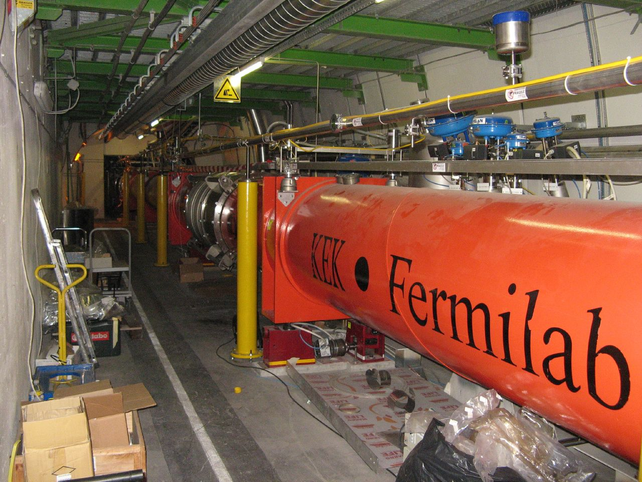 Superconducting quadrupole electromagnets at the Large Hadron Collider