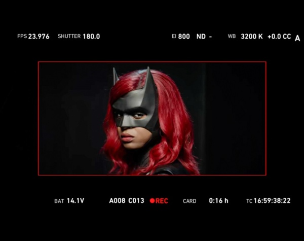 first official image of batwoman star javicia leslie in kate kane super suit