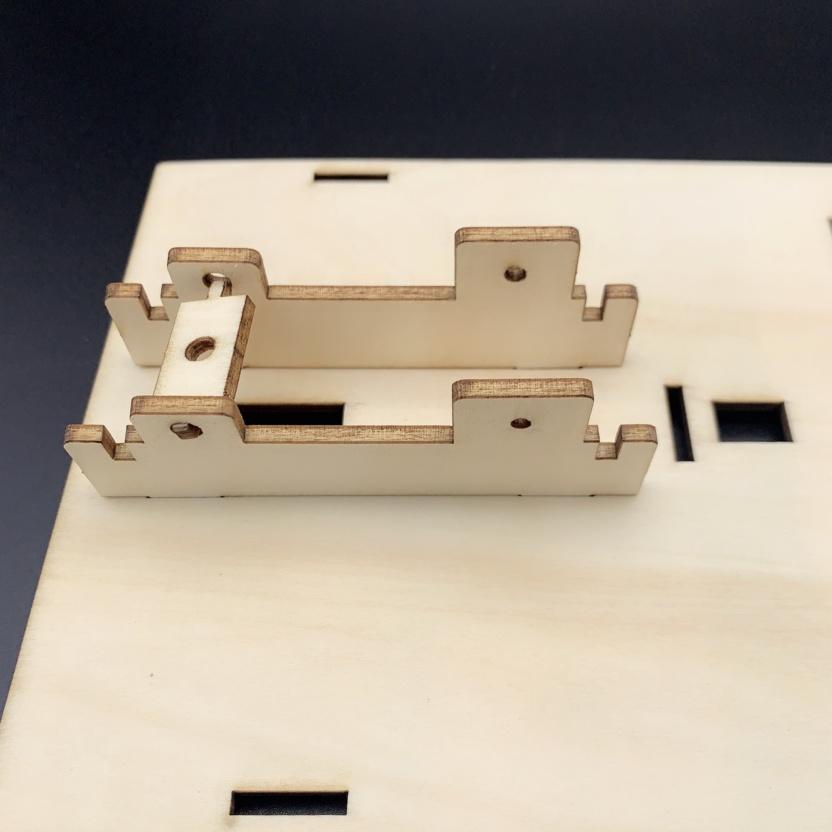 Hydraulic excavator wooden model kit - hydraulic principles demonstration Step 3
