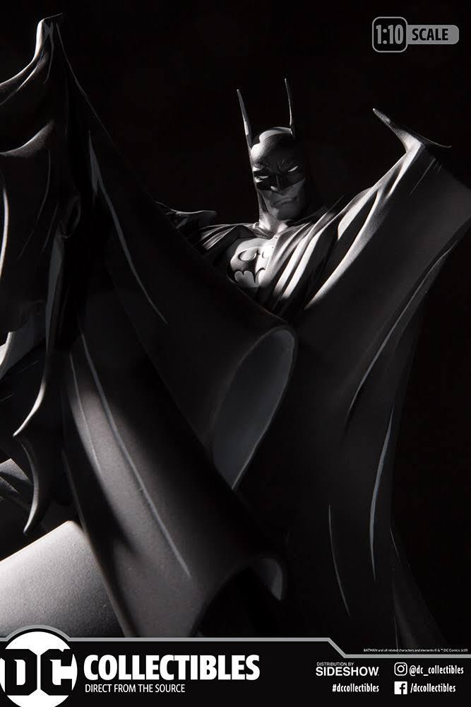 Batman Black and White Statue by Todd McFarlane box 1