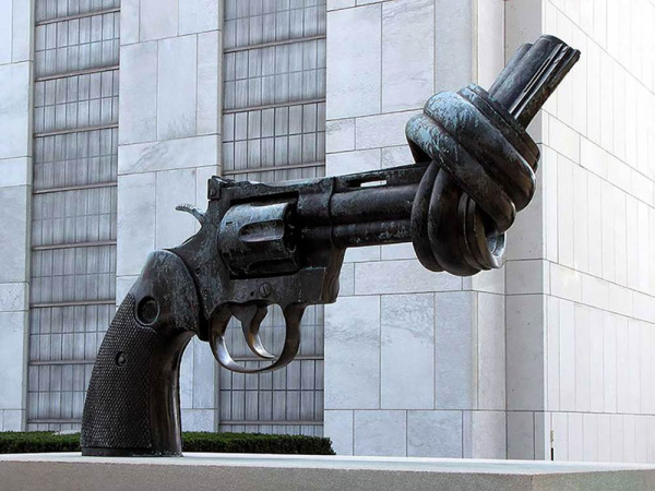 The Knotted Gun (Non-Violence) - by Carl Fredik Reutersward (New York City)