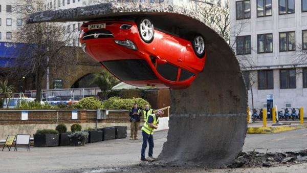 Upside down car - by Alex Chinneck (London)