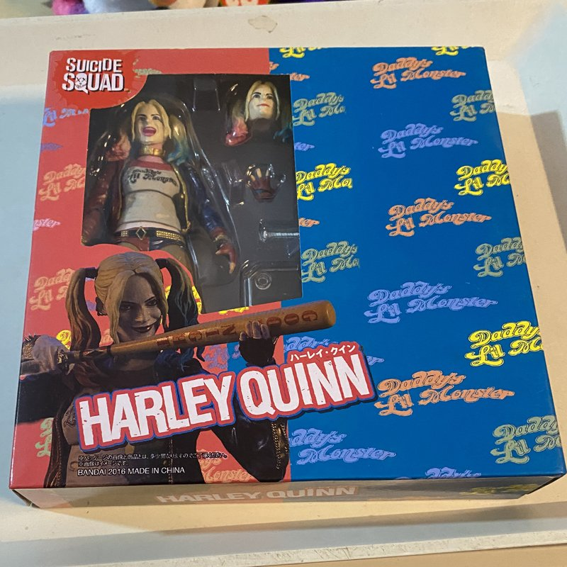 Harley Quinn 6-inch figure with exchangeable parts and accessories box