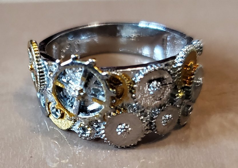 Show off your steampunk creativity and imagination with this steampunk mechanical gear ring.