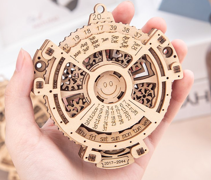 Wooden perpetual calendar model with working wooden gears 4