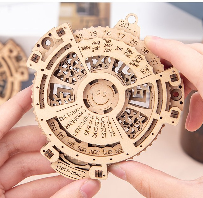Wooden perpetual calendar model with working wooden gears