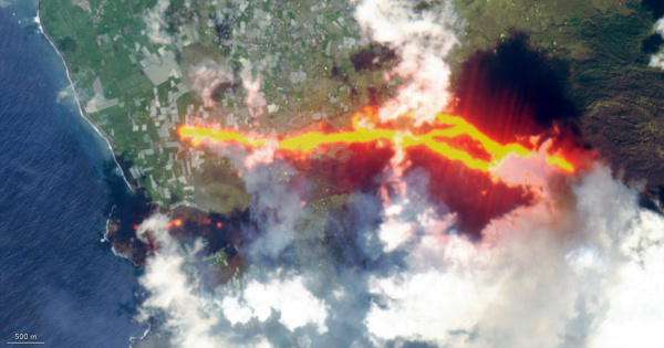 La Palma volcanic eruption as seen from space (magnified)
